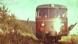 Eine alte Aufnahme von einer Eisenbahn, vergilbt