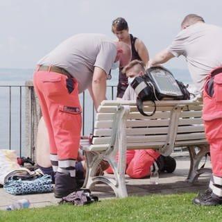 Rettungssanitäter im Einsatz (Foto: SWR)