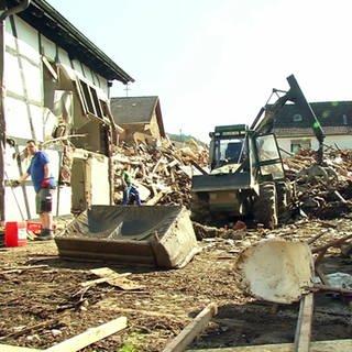 Aufräumarbeiten nach der Hochwasser-Katastrophe (Foto: SWR)