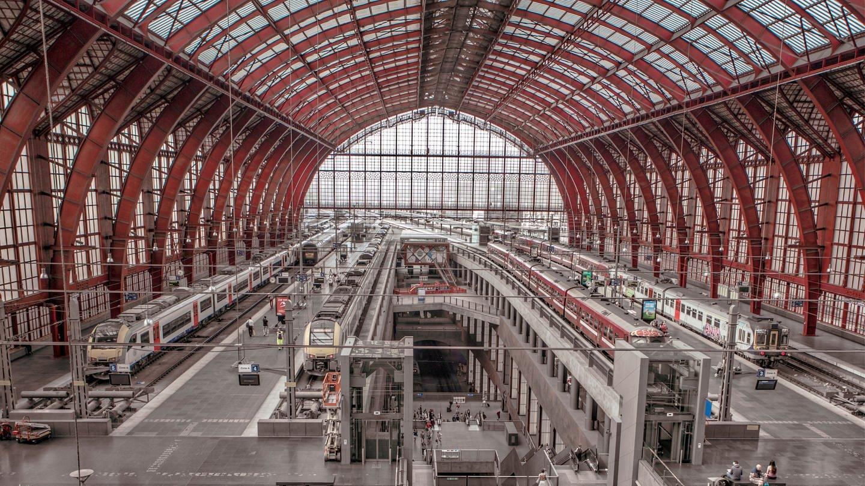 Bahnhofshalle des Antwerpen Centraal (Foto: SWR, YUZU Productions/Bea Müller)