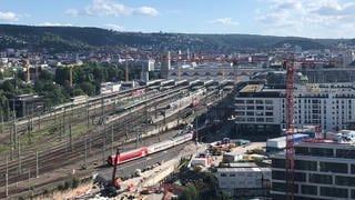 2025 soll hier oben kein Zug mehr fahren, dann fahren die Züge in die unterirdische Bahnstation S 21 ein. (Foto: SWR, Alexander Schweitzer)