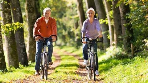 Senioren fahren Fahrrad (Foto: Colourbox, Foto: Colourbox.de -)