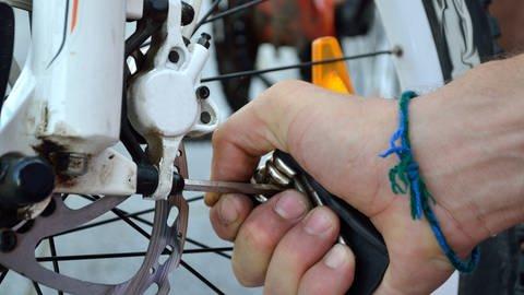 Fahrrad reparieren und warten (Foto: Colourbox)