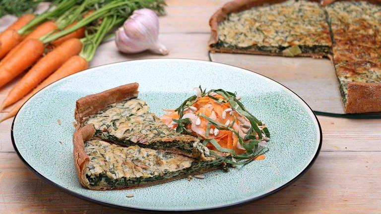 Spinatkuchen mit Möhren-Kohlrabi-Salat