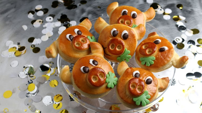 Glücksschweine aus Hefeteig (Foto: SWR, SWR -)