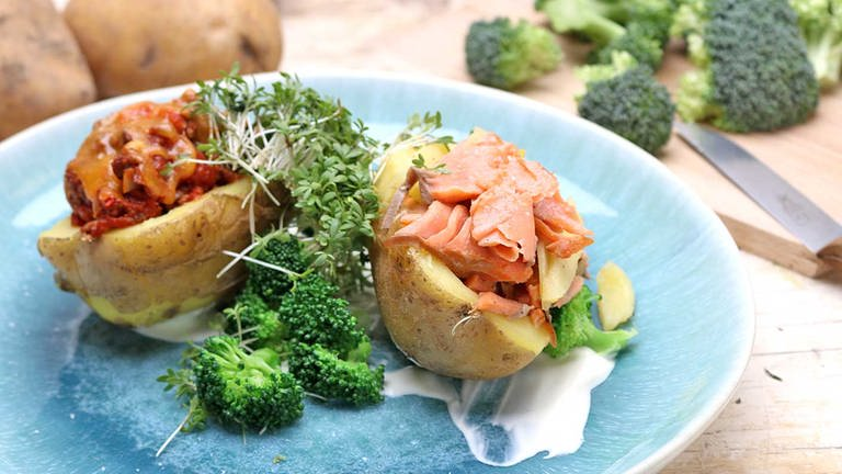 Gefüllte Ofenkartoffel mit Lachs- und Hackfüllung (Foto: SWR, SWR -)