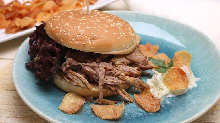 Pulled Pork Burger mit Weißkohlsalat (Foto: SWR, SWR -)