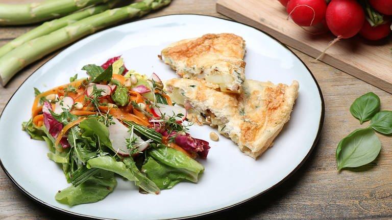 Omelett mit Frühlingssalat (Foto: SWR, SWR -)