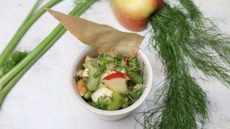 Apfel-Rhabarber-Salat mit Kresse