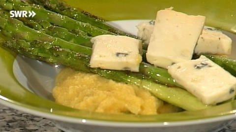 Polenta mit grünem Spargel und Gorgonzola