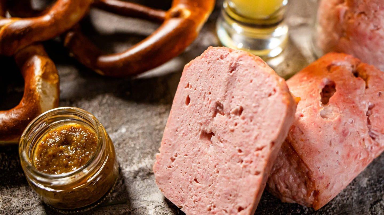 Fleischkäse mit süßem Senf, Brezeln und Bier (Foto: SWR)