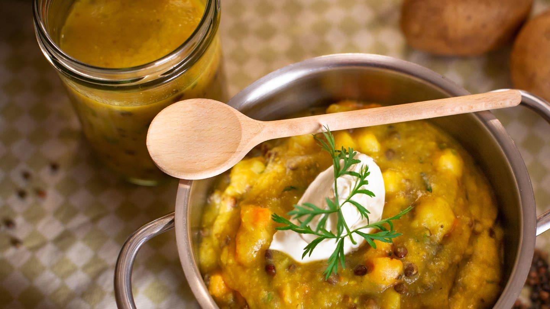 vegetarischer Kartoffel-Linseneintopf (Foto: SWR)