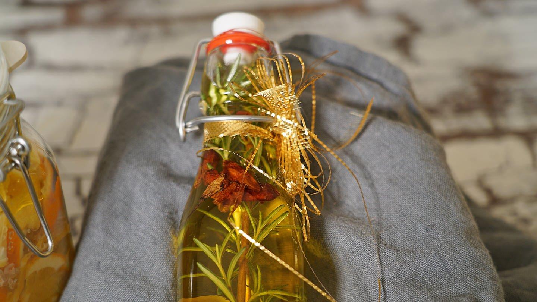 Rosmarin-Chili-Zitronen-Öl (Foto: SWR)