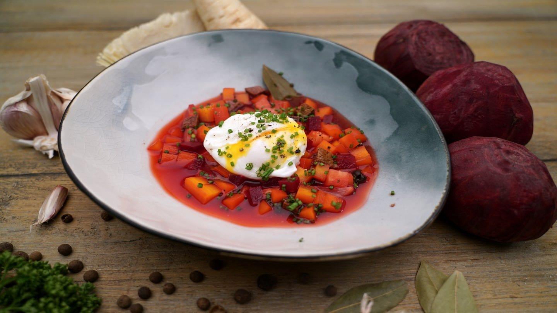 Borschtsch mit pochiertem Ei (Foto: SWR)