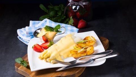 Spargel mit Sauce Hollandaise und Kartoffeln (Foto: Colourbox)
