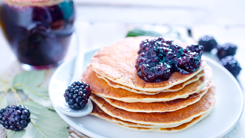 Pancakes mit Brombeeren