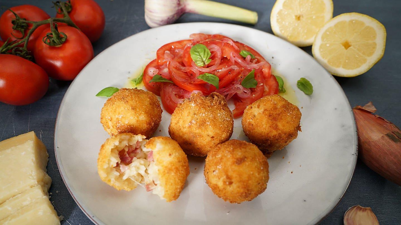 Reisbaellchen mit Tomatensalat