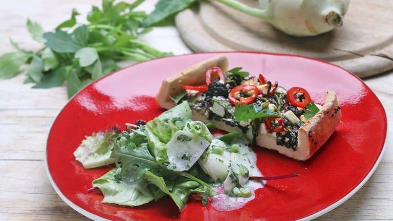 Pide mit Spinat und Kohlrabisalat