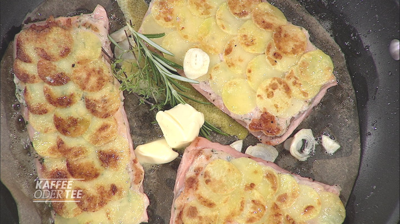 Gebratene Lachsforelle mit Kartoffelhaube