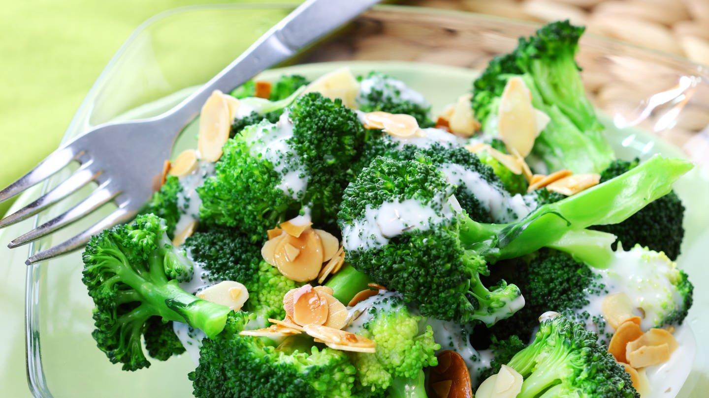 Brokkoli-Salat mit Mandelblättchen