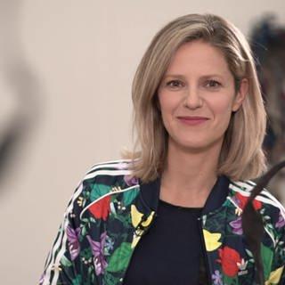 Kunscht!-Moderatorin Ariane Binder im Kunstmuseum Stuttgart (Foto: SWR)