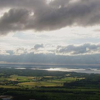 Blick auf flaches weites Land und einen See (Foto: SWR, Vidicom Media -)
