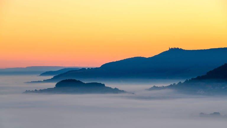 Sonnenaufgang auf der Schwäbischen Alb. (Foto: picture-alliance / dpa, picture-alliance / dpa - Michael Schlegel)