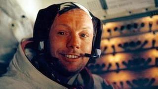 """Apollo 11-Astronaut Neil Armstrong nach seinem historischen Spaziergang auf dem Mond; hier in der Landefähre """"Eagle"""" (Foto: picture-alliance / dpa, picture-alliance / dpa -)"""