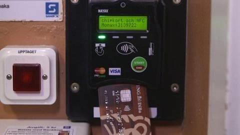 Schwedischer Automat mit Visa Karte (Foto: SWR, SWR -)