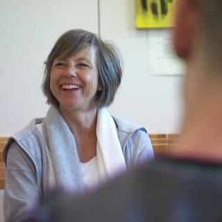 Annette Krause beim Chor hinter Gittern (Foto: SWR)