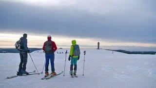 Drei Skifahrer auf dem Feldberg (Foto: SWR)