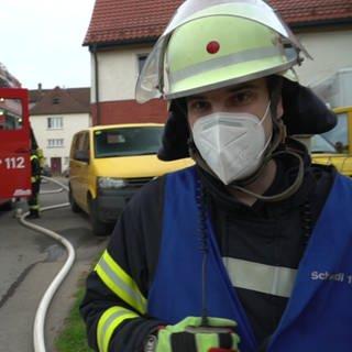 Feuerwehr im Schlosshof von Schwendi (Foto: SWR)