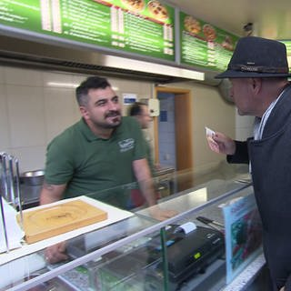 Axel Gagstaetter in Kebab Imbiss (Foto: SWR)