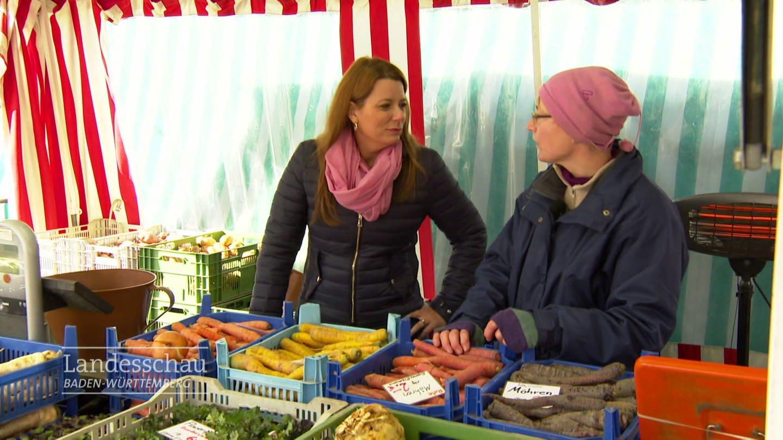 Verkäuferinnen auf dem Wochenmarkt