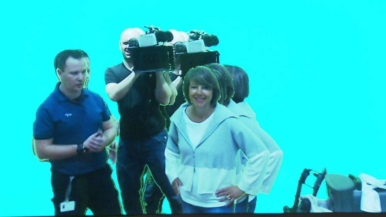 Annette Krause und ihr Kamerateam zusammen mit Mirco Fraß in einer Videoinstallation (Foto: SWR)