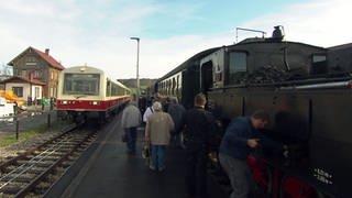 Von Münsingen nach Enstingen kann man mit der historischen Dampflok der Schwäbischen Alb-Bahn fahren. (Foto: SWR)