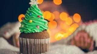 Muffin mit Weihnachtsbaumhaube (Foto: Getty Images, Thinkstock -)