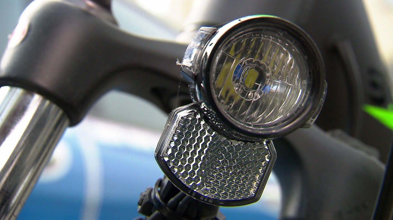 Eine Fahrradbeleuchtung ist gerade in den dunklen Abend- und Morgenstunden wichtig.
