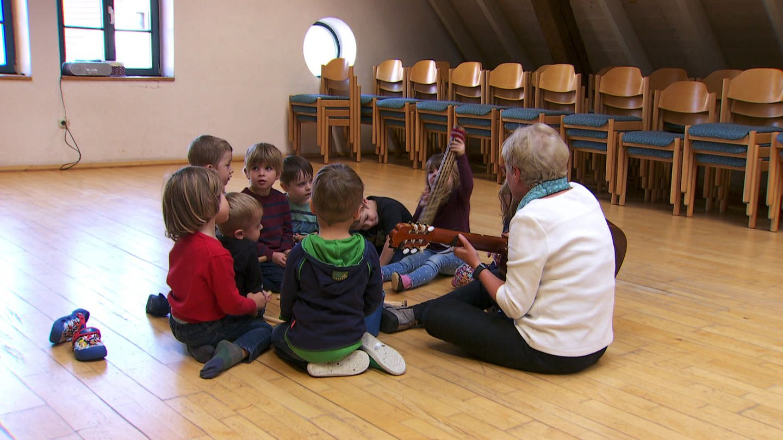 Kindergruppe in einer Musikschule