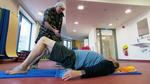 Unnötige Knieoperation vermeiden; zuerst sollten zunächst alternative Behandlungsmöglichkeiten getestet werden: (Foto: SWR)