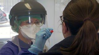 Durchführung eines Corona-Tests (Foto: SWR)