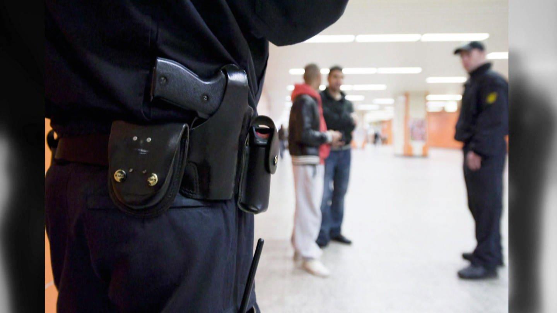 Personenkontrollen nach äußeren Merkmalen ohne konkreten Verdacht sind eigentlich verboten. Trotzdem kommen sie immer wieder vor. (Foto: SWR)