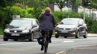 Fahrradfahrer auf Straße (Foto: SWR)