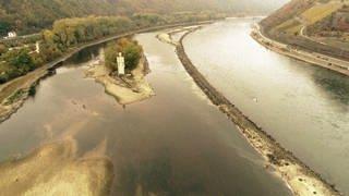 Niedrigwasser im Rhein bei Bingen (Foto: SWR)