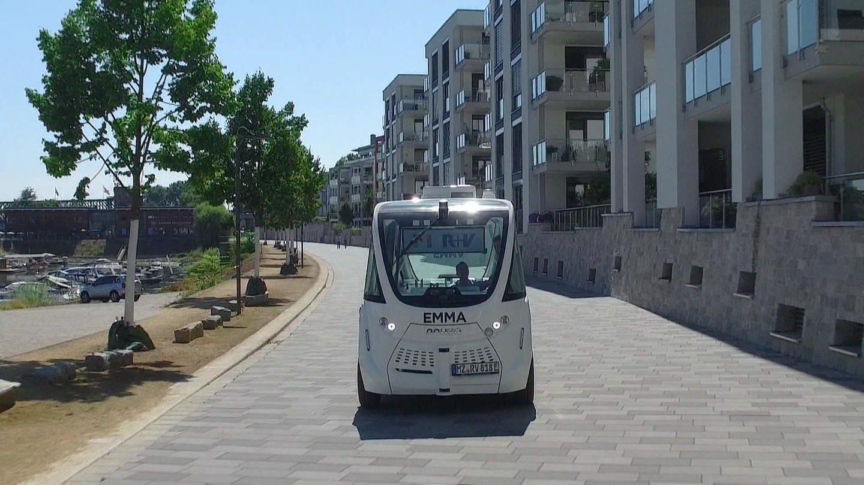 Selbstfahrender Shuttlebus unterwegs am Mainzer Winterhafen (Foto: SWR)
