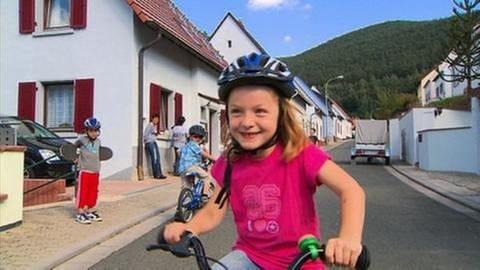 Mädchen auf Fahrrad (Foto: SWR, SWR -)