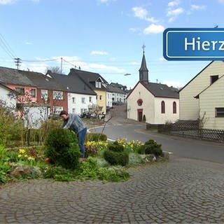 Herl - Das Hierzuland-Schild für die Hauptstraße von Herl (Foto: SWR)