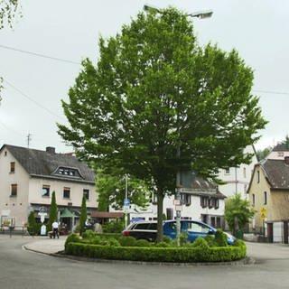 Hierzuland Kirchenbollenbach Achicourt-Platz (Foto: SWR)
