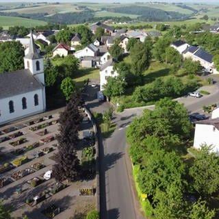 Ammeldingen Brunnenstrasse Ortsansicht (Foto: SWR, Ammeldingen Brunnenstrasse Ortsansicht)