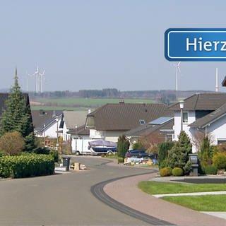 Das Hierzuland-Schild auf - Zur Rau in Bischofsdhron (Foto: SWR)